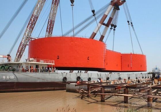 大型钢吊箱围堰整体船运吊装施工工法