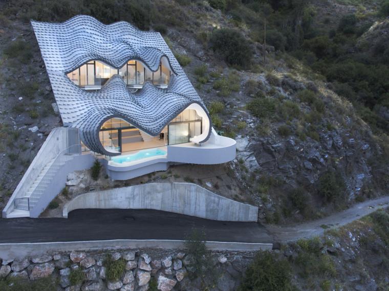 西班牙悬崖上的住宅