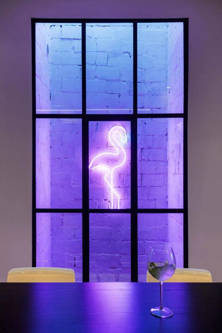 深色系墙面设计,让你家的颜值翻一倍_12