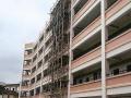 龙海内楼中心小学新用教学楼 竟天降瓷砖
