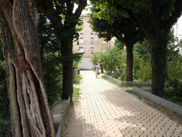 住宅区中的私人花园景观实景图 (5)