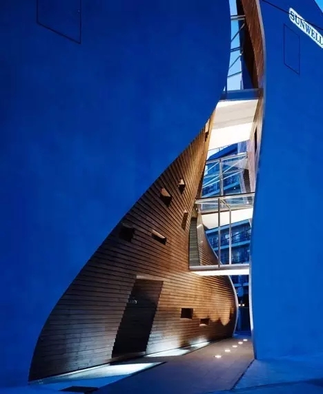 创意还是奇葩?来看看日本这些让人眼前一亮的建筑!_21