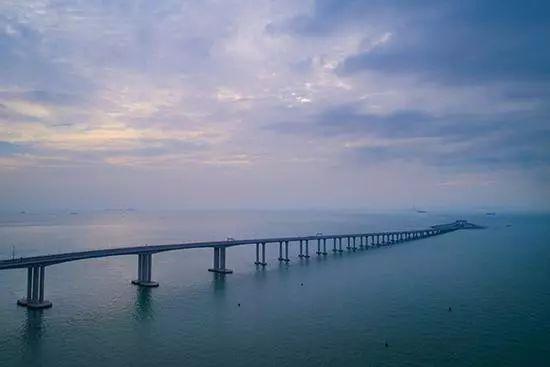 """怕港珠澳大桥海底隧道漏水,香港毒舌""""桥王"""":要不带雨伞雨鞋?"""