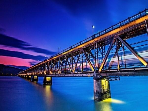 毕业答辩PPT170m预应力混凝土变截面连续箱梁桥设计