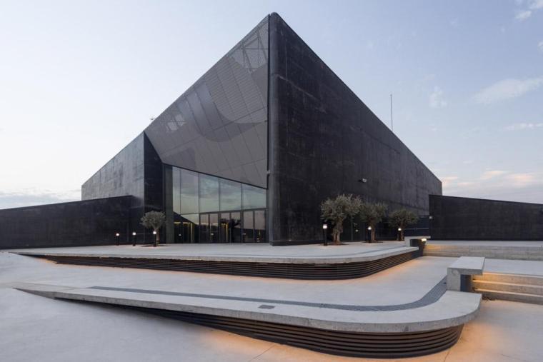西班牙独特雕塑般构造的文化中心外部实景图 (3)