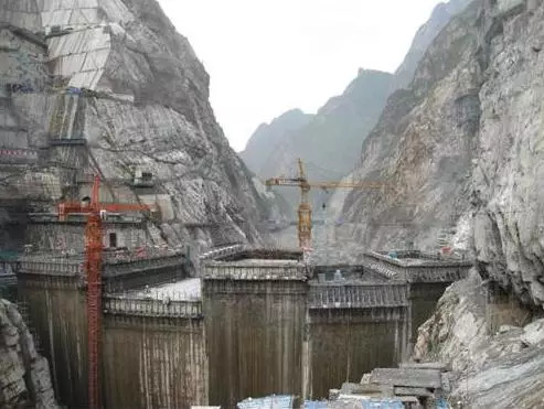 水电站的大坝,如何实现防洪泄洪的