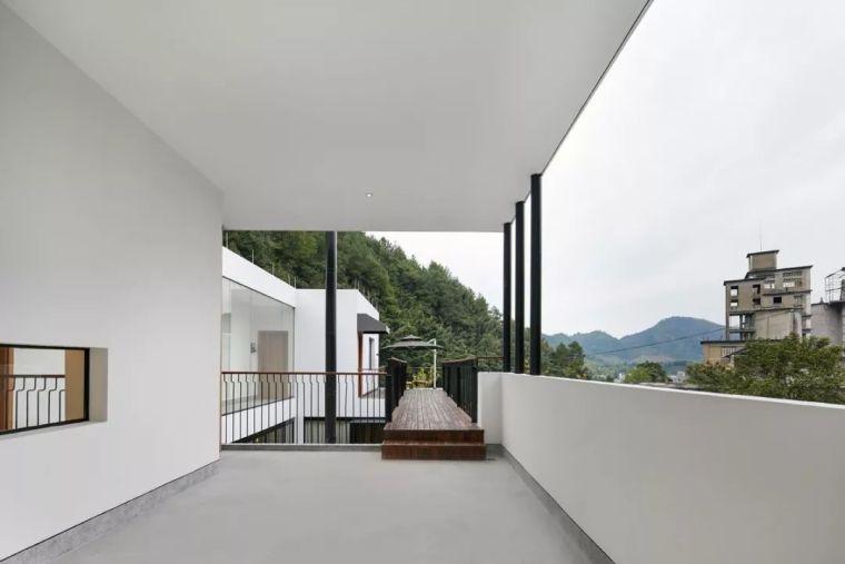 水泥厂改造成民宿,自然简约的设计就是这么美_11