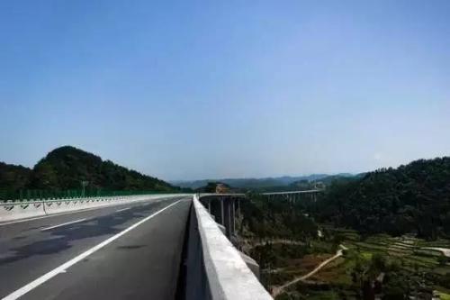 岳阳路桥岳望高速公路第C1标项目经理部工程建设巡礼