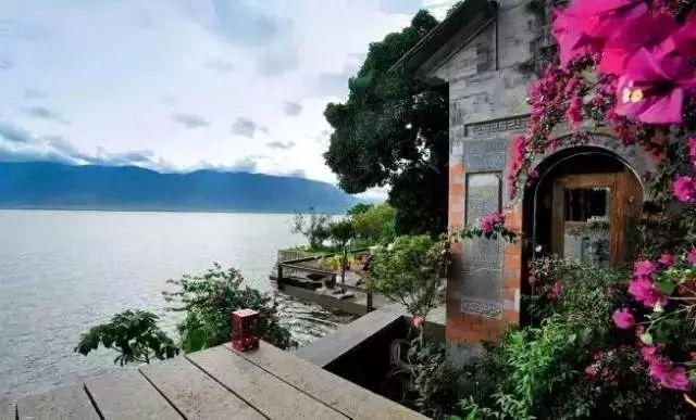 杨丽萍洱海边两处豪宅,美哭了....._23