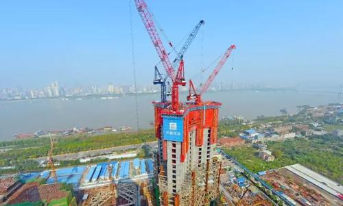 """武汉绿地中心主体结构高度突破""""300米""""大关"""