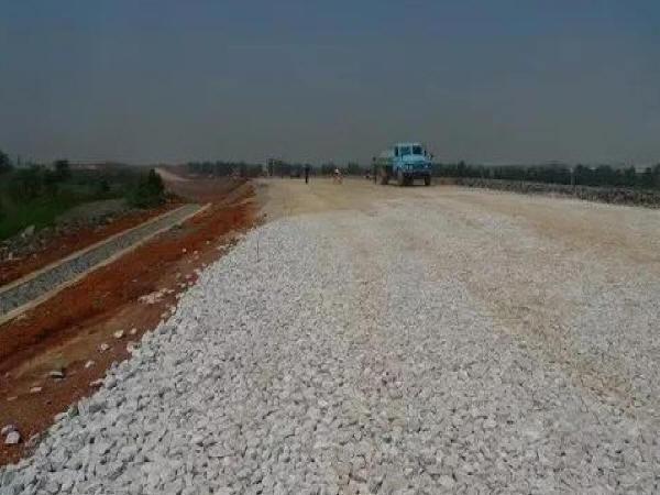 关于公路路面垫层施工的探讨