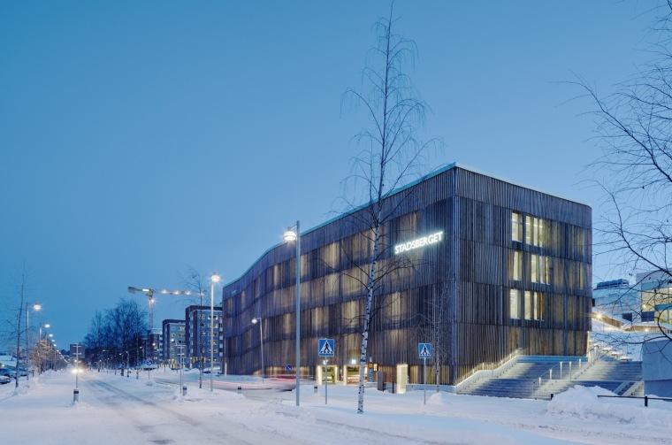瑞典带有滑雪坡道的停车库
