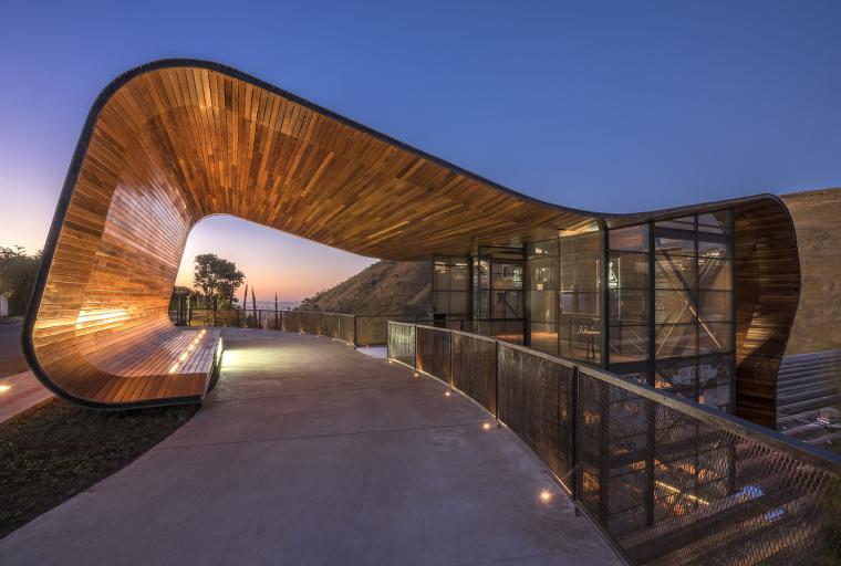 巴西用葡萄酒香气卷起雨棚的建筑
