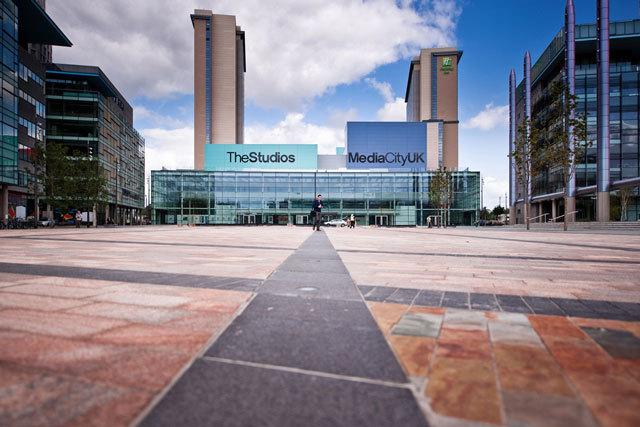 英国媒体城户外空间景观设计_5