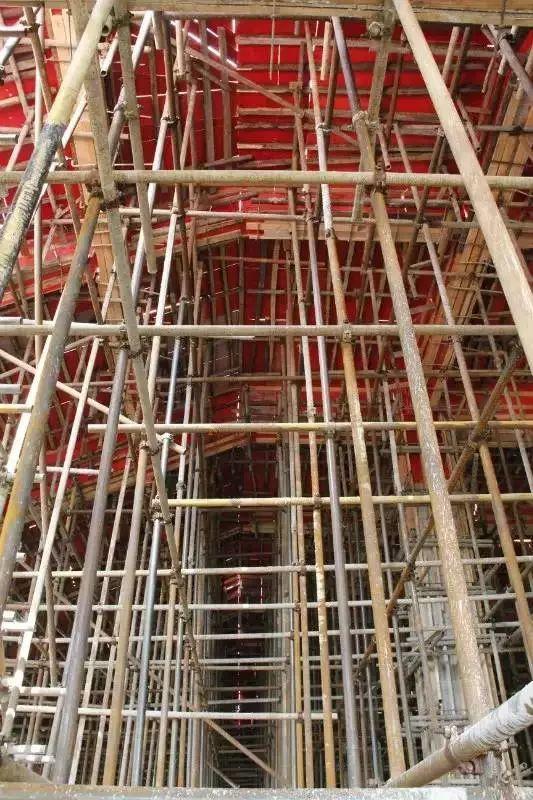 建筑施工现场安全隐患图片与解析