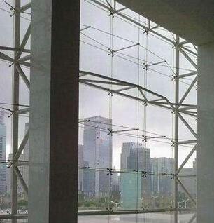 u型玻璃槽资料下载-驳接玻璃肋支承点支式玻离幕墙技术解析