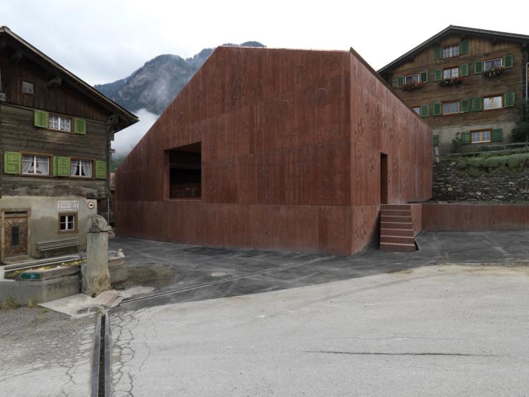 瑞士谷仓中的冥想建筑