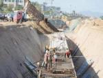 河津市万春街北延道路工程地下施工正酣