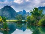 碧波不输九寨,山水媲美桂林,这座中越边境小城简直美爆了