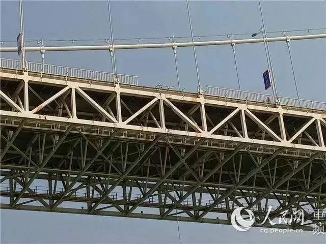 由重庆万州二桥公交坠桥引发的伟德栏杆防撞思考!_1