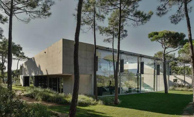 把屋顶设计成空中泳池,只有鬼才,才敢如此设计!_30