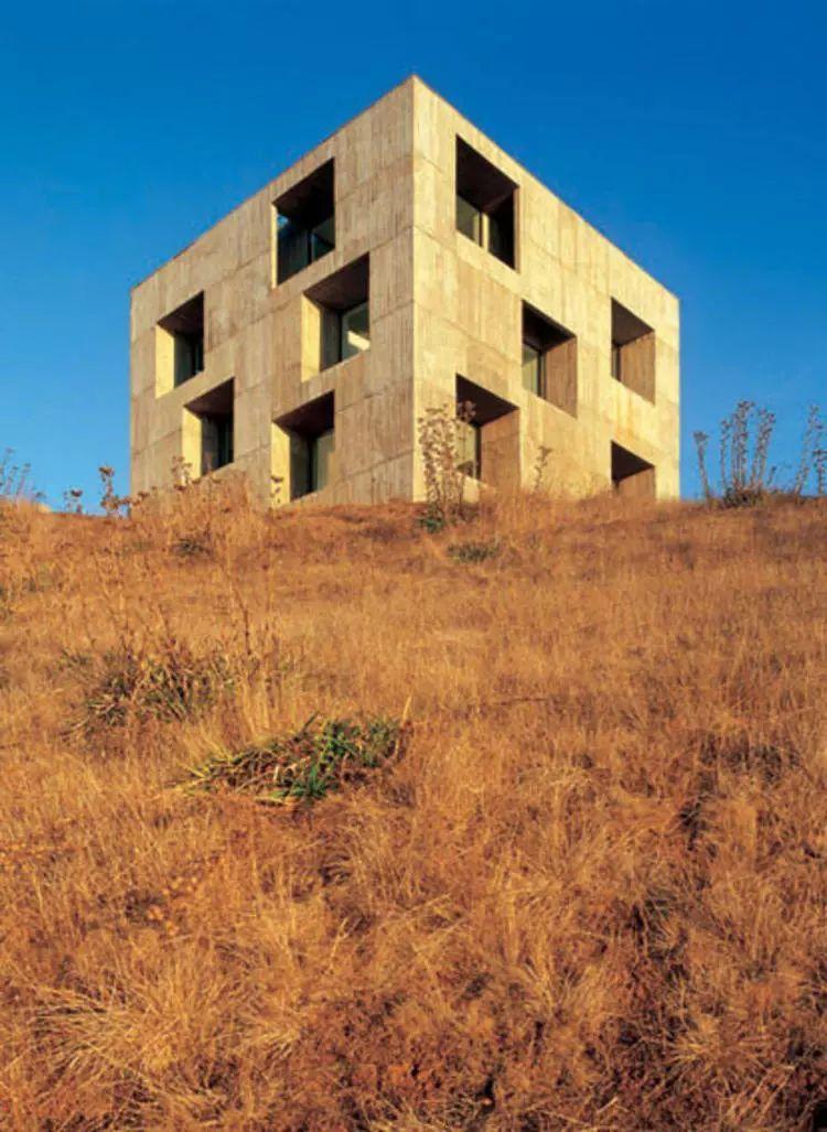 这个智利建筑事务所设计房子,几乎像是一场方形、圆形或其他元素_15