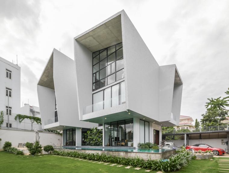 一座极简的清水混凝土住宅