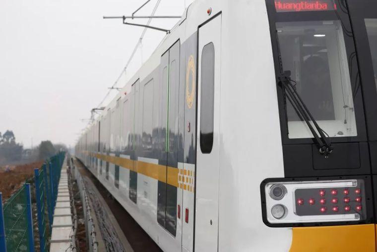 成都首条全自动无人驾驶地铁9号线首列车今日在蓉亮相!_8
