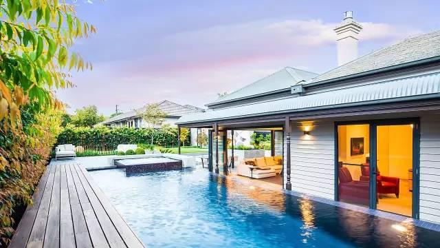 赶紧收藏!21个最美现代风格庭院设计案例_18
