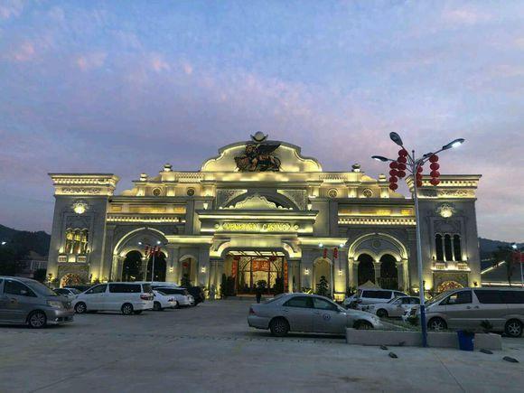 缅甸皇家赌场点灯节和澳门大桥头夜景你比较喜欢哪地方旅游呢?