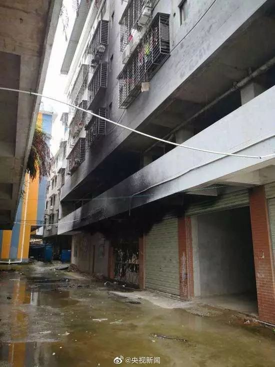 惨,桂林火灾5死者系大学生,在试图冲过一楼出口时遇难!