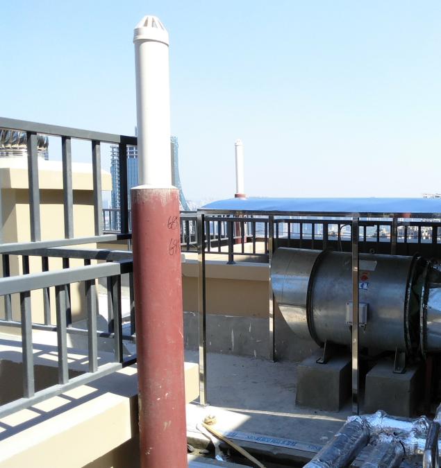 出屋面排水通气管与套管内封堵