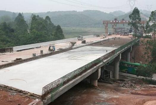 桥面水泥混凝土铺装层开裂怎么处理?