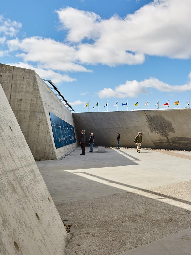 加拿大国家大屠杀纪念碑-12
