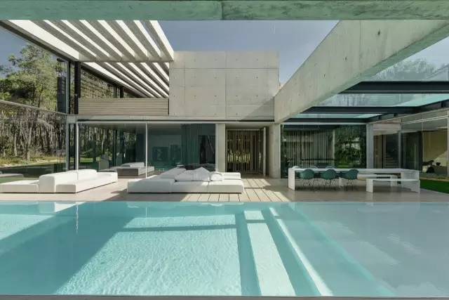 把屋顶设计成空中泳池,只有鬼才,才敢如此设计!_7
