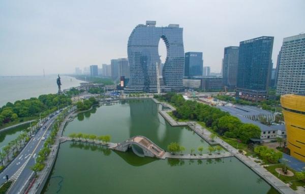 杭州钱江的边奇葩建筑 粗细腿杭州印