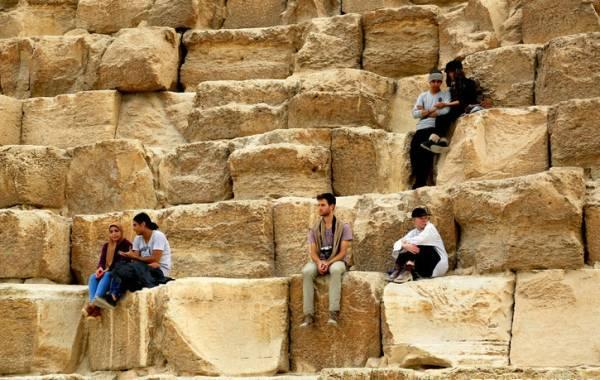 金字塔竟是混凝土浇筑而成而非石头建造?古埃及神话破灭?_1