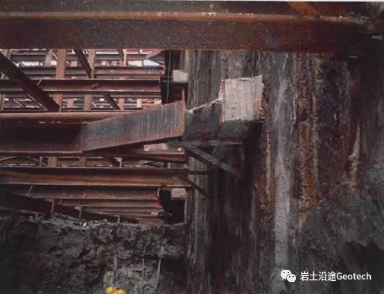 地铁基坑倒塌当天发生了什么?新加坡NicollHighway基坑倒塌纪实_11