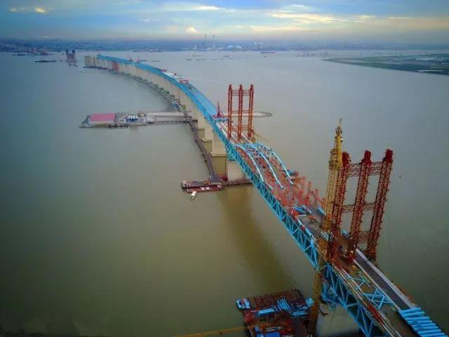 沪通长江大桥--世界上最大跨度的公铁两用钢拱桥