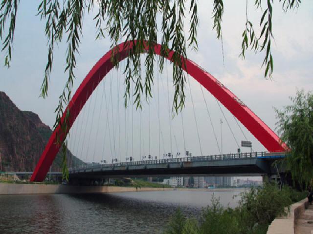 [河北]斜交曲梁下承式钢结构吊索拱桥技术特点和难点三维动画演示