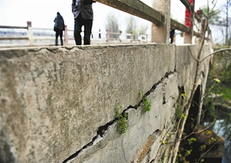 SBS改性沥青同步碎石粘结层桥面防水技术
