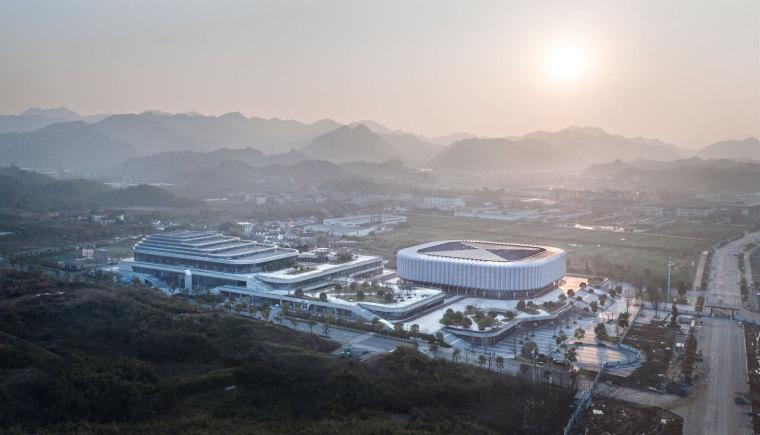 临安半透明轻盈的体育文化会展中心外部实景图 (4)