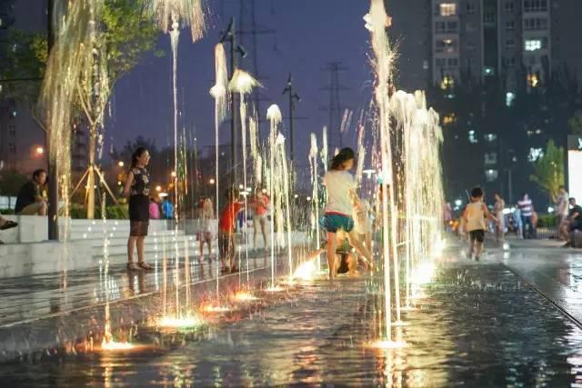 一个单词产生的设计灵感,结果火了北京的商业广场~_49