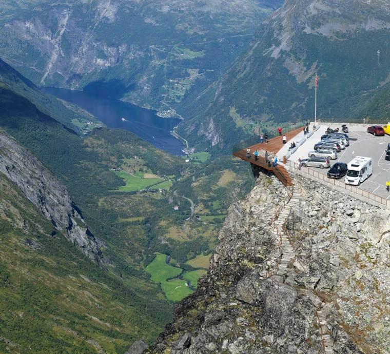 挪威Dalsnibba山人行天桥