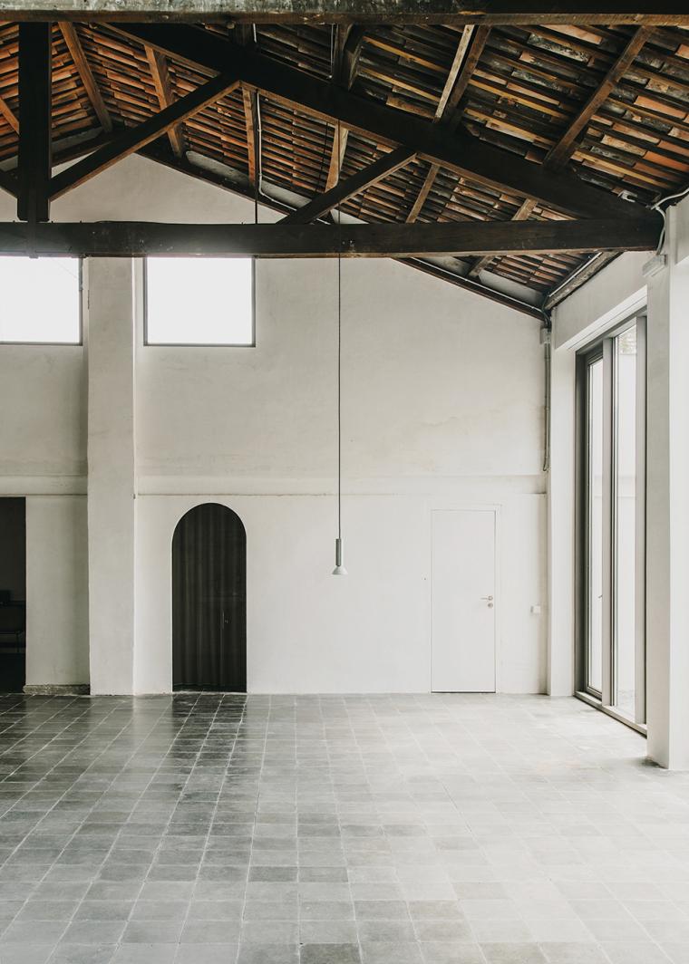 仓库建筑的古典风格Montoya办公楼-10