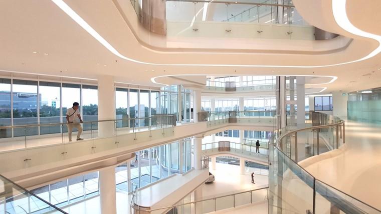九转回环、流畅现代的车展大厅及办公楼设计_1