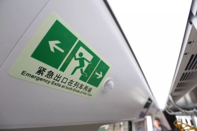 成都首条全自动无人驾驶地铁9号线首列车今日在蓉亮相!_18