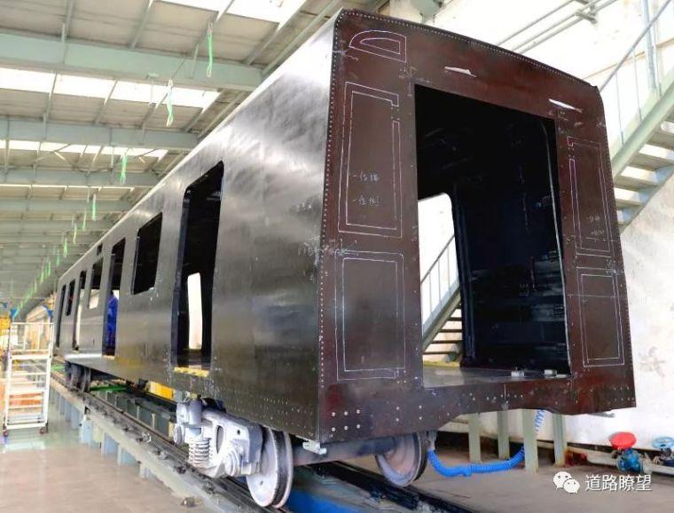 中车长客:全球首辆全碳纤维复合材料地铁车体研制成功