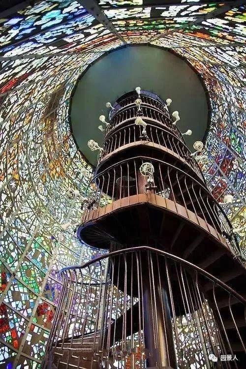 彩色玻璃 · 与光共舞的景观精灵