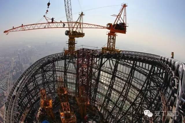 几百米建筑上的塔吊如何拆除?有实际案例
